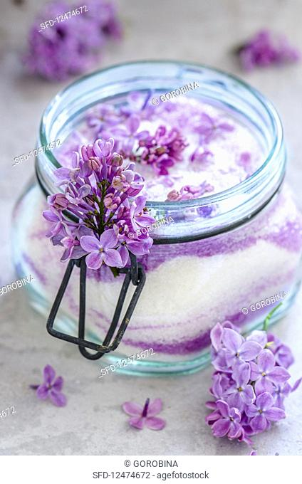 Sugar with lilac blossoms