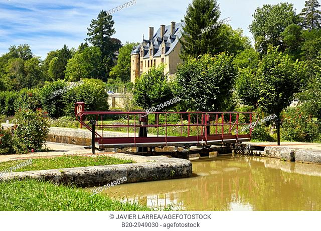 Chateau, Floodgate, Canal of Nivernais, Châtillon-en-Bazois, Nievre, Bourgogne, Burgundy, France, Europe