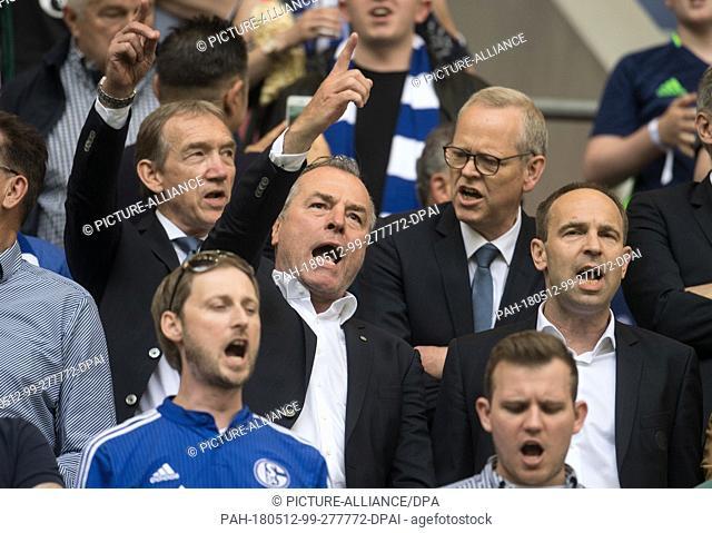 12 May 2018, Germany, Gelsenkirchen: Soccer: Bundesliga, FC Schalke 04 vs Eintracht Frankfurt, in the Veltins Arena. Schalke president Clemens Toennies singing...