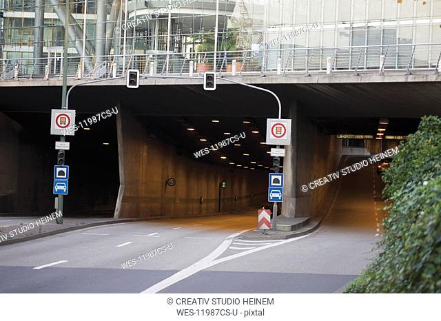 Germany, North Rhine Westphalia, D¸sseldorf, Rhine tunnel