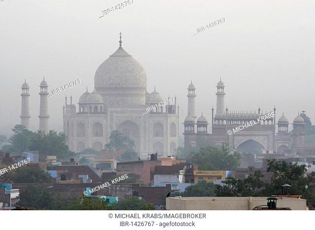 Taj Mahal, world-famous mausoleum in Agra, Uttar Pradesh, India, Asia
