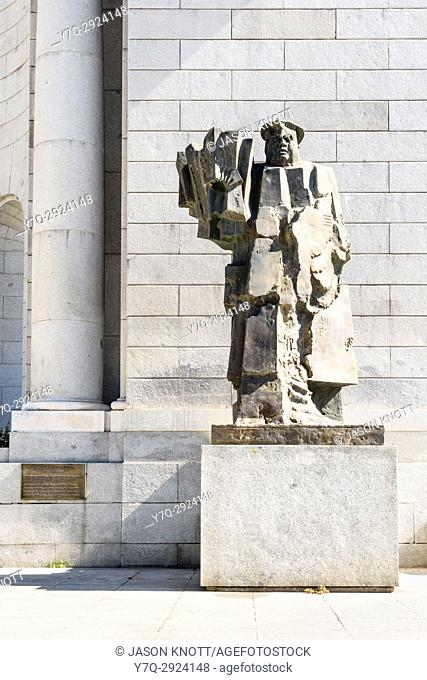Sculpture of the Spanish politician Indalecio Prieto Tuero outside of the Nuevos Ministerios station, Madrd, Spain