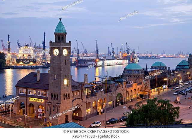 Water level tower at the The St  Pauli Landungsbrücken St  Pauli Landing Bridges and the harbour, Free and Hanseatic City of Hamburg, Germany