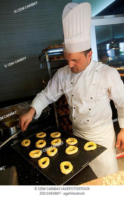 Turkish cooks preparing little bread loafes, Taksim, Istanbul, Turkey, Europe
