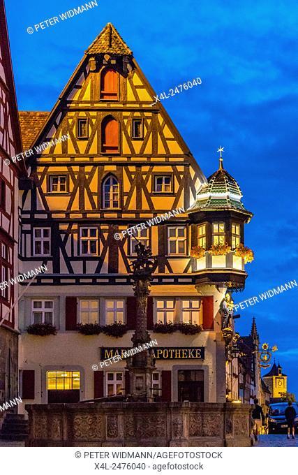 Market square, Fountain of St. George, Marien-Apotheke, Rothenburg ob der Tauber, Romantic Road, Bavaria, Germany, Europe