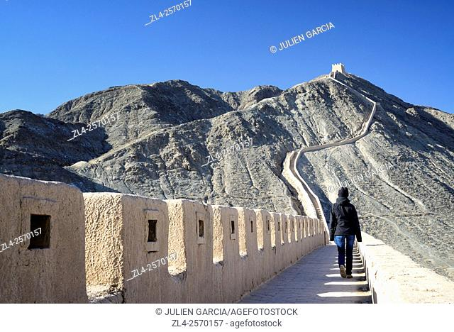 China, Gansu Province, west end of the Great Wall of China, Overhanging Great Wall near Jiayuguan, Model Released