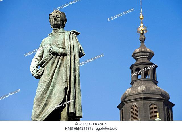 Poland, Lesser Poland region, Krakow, d'Adam Mickiewicz statue on the Market Square Rynek Glowny