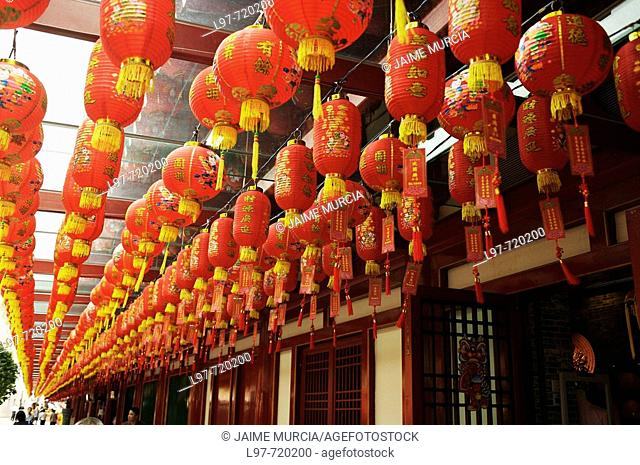 Chinese lanterns line the streets for the chinese New Year in Singapore