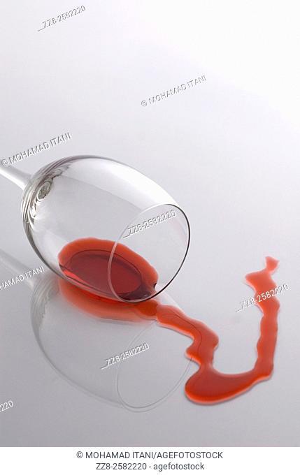 fallen glass wine spilling