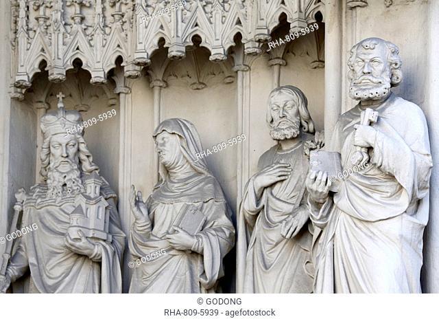 St. Peter holding a key, Maria am Gestade church (Mary at the Shore), Vienna, Austria, Europe