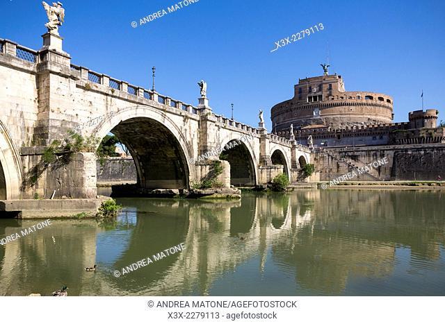 Castel Sant'Angelo bridge. Rome, Italy