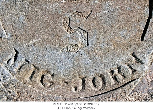 geographical center, south, compass, Pinos, Solsones, Catalonia, Spain