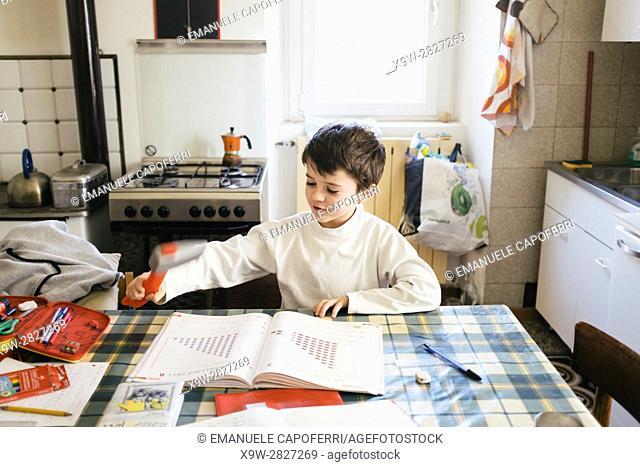 Children do homework