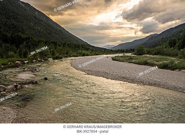 Isar at Vorderriß, mountains near Wallgau at the back, Fall, Lenggries, Upper Bavaria, Bavaria, Germany