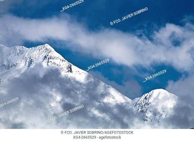 Spain, Aragon, Huesca, Sobrarbe, Gistain valley with Bachimala massif