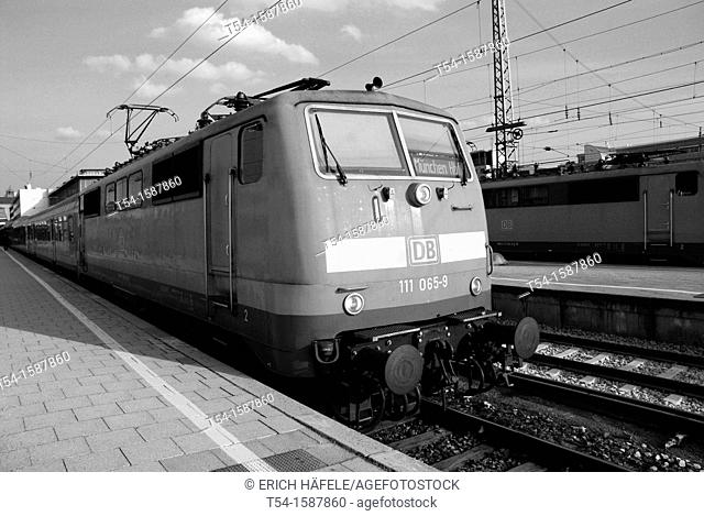 Electric locomotive class 111 in Munich station in a regional express train