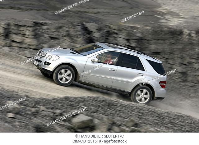Mercedes ML 420 CDI, model year 2005-, silver, driving, side view, offroad