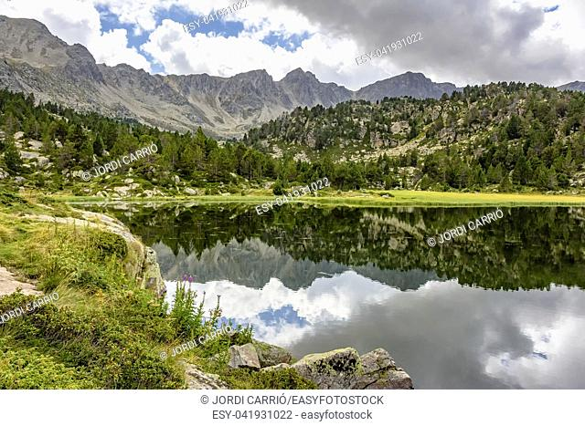 Hiking excursion to visit the lakes of Pessons, in the highest area of the Andorran Pyrenees