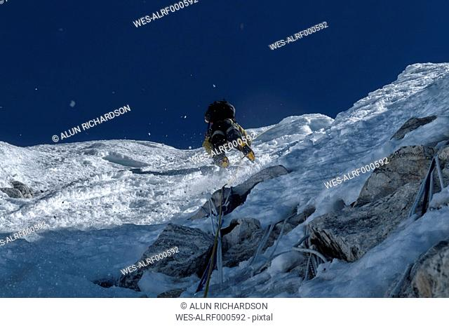 Nepal, Himalaya, Solo Khumbu, mountaineer at Ama Dablam South West Ridge