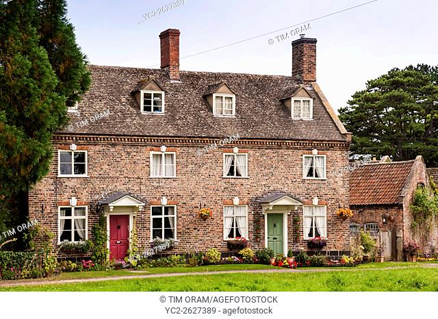 Pretty Cotswold cottages in Frampton-on-Severn , Gloucestershire , England , Britain , Uk