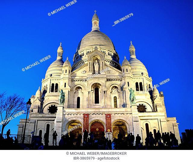 Pilgrimage church of Sacré-Cœur de Montmartre on Montmartre hill at dusk, Paris, Île-de-France, France