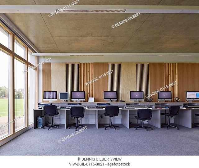 Lady Eleanor Holles School, Hampton, United Kingdom. Architect: Walters and Cohen Ltd, 2013. Music technology room