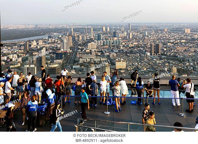 Visitor on the viewing platform of Maha Nakhon Tower, 314m, city panorama, view to Sakhon and Yan Nawa district, Bang Rak district, Bangkok, Thailand