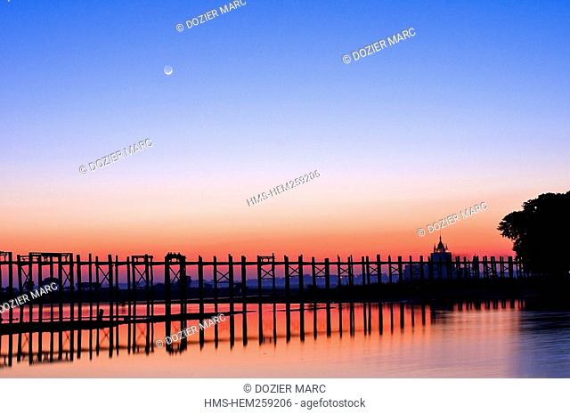 Myanmar Burma, Mandalay Division, city of Amarapura, Taungthaman lake, U Pein bridge built in teak 200 years ago and considered to be the longest in the world...