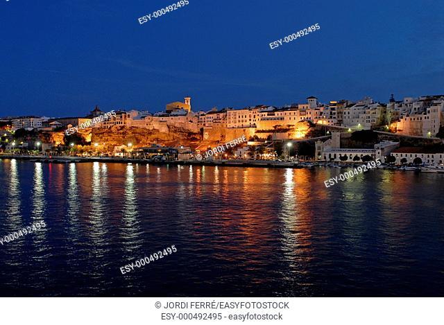 Vista nocturna de Mahón y su puerto  Maó, Menorca, Balears, Spain, Europe
