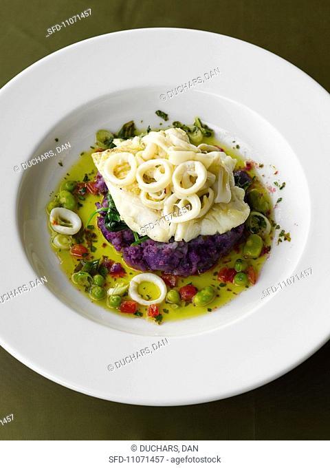 Hake with squid rings on purple potatoes