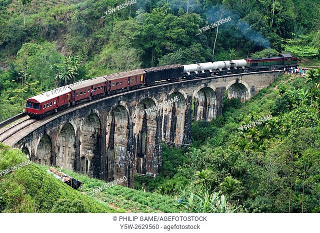 Train crossing Demodera Nine Arches Bridge near Ella in the Southern Highlands, Sri Lanka