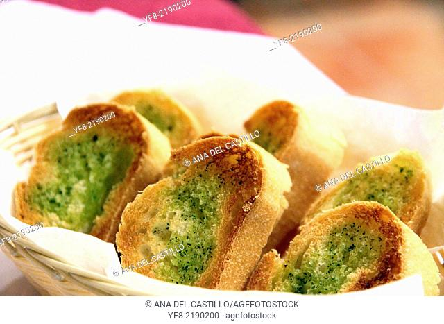 roasted bread slices with parsley and olive oil