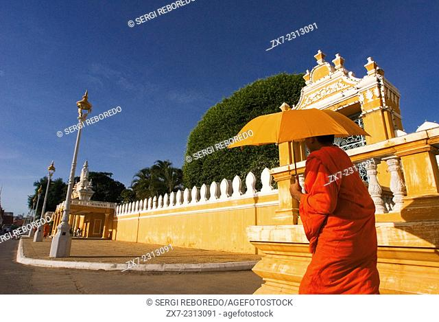 Monks walk outside the Royal Palace. Phnom Penh. Gleaming in gold, the Royal Palace is one of Phnom Penh?s most splendid architectural achievements