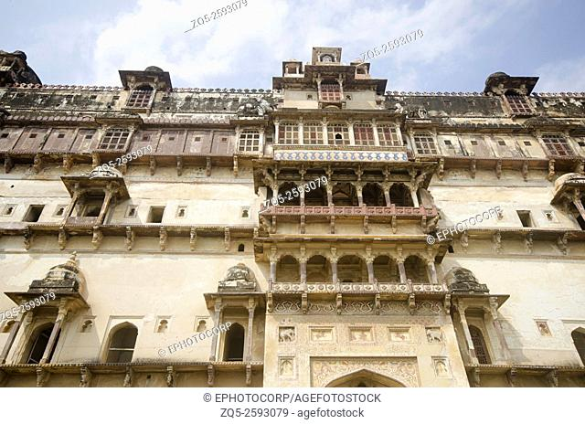 Exterior view of Datia Palace. Also known as Bir Singh Palace or Bir Singh Dev Palace. Datia. Madhya Pradesh. India