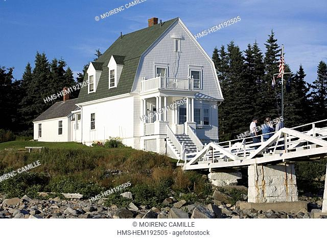 United States, Maine, Port Clyde, Marshall Point Lighthouse, gambrel-roofed keeper's house