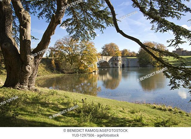 View of the lake and bridge, Blenheim Palace, Woodstock, Oxfordshire, England, UK
