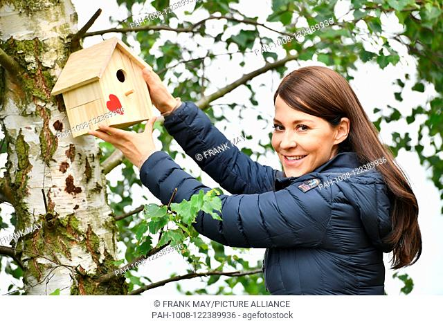 Birdhouse, Germany, city of Seesen, 15. July 2018. Photo: Frank May (model released) | usage worldwide. - Seesen/Niedersachsen/Germany