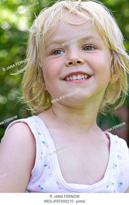 Germany, Schleswig-Holstein, Kiel, portrait of smiling little girl