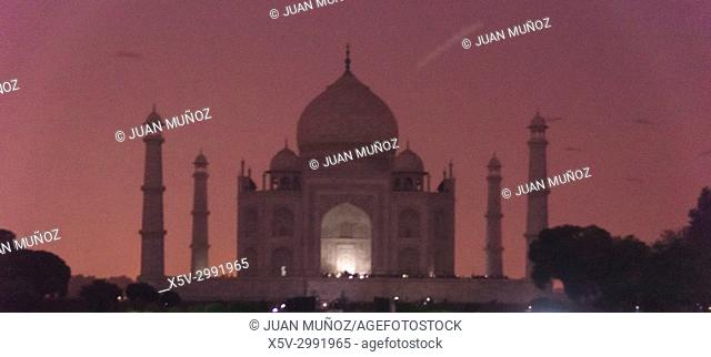 Sunset in Taj Mahal, Agra, Uttar Pradesh, India