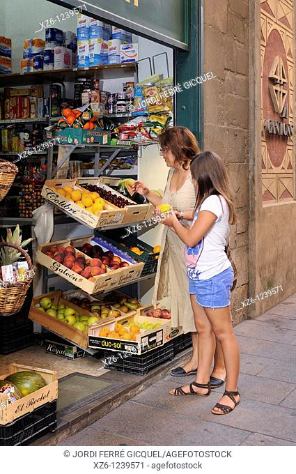 Mother and daughter buying fresh fruit, Girona, Catalonia, Spain, Europe