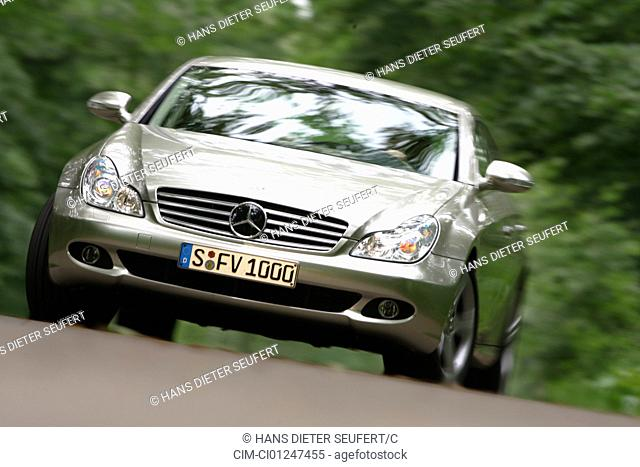 Car, Mercedes CLS 420 CDI, Limousine, model year 2005-, silver, driving, diagonal from the front, frontal view, country road