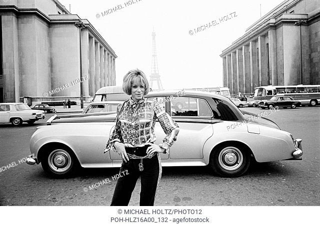 French actress Mireille Darc Place du Trocadéro-et-du-11-Novembre in Paris. November 1967 Photo Michael Holtz