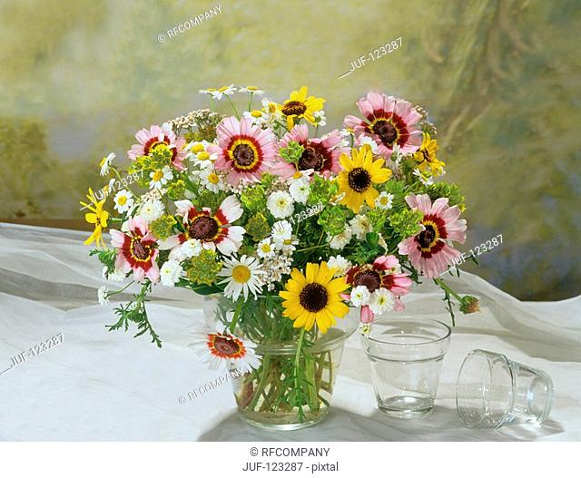 bouquet : different marguerites and feverfew