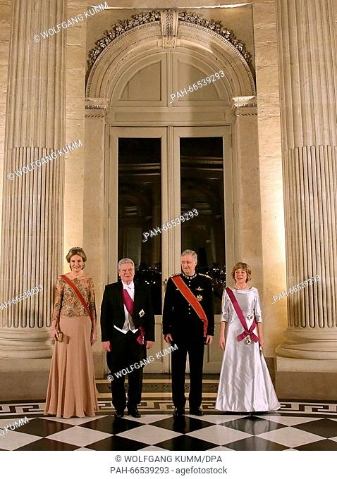 Gerrman President Joachim Gauck (2nd L) and his partner Daniela Schadt (r) stand next to Queen Mathilde (l) during a state banquette at Laaken Palace...