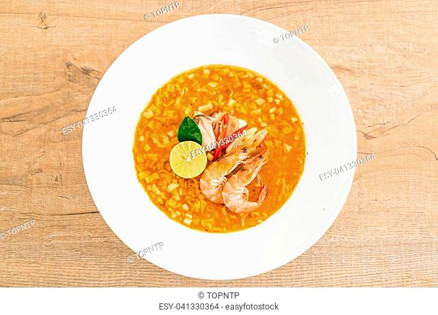Spicy noodles soup with shrimp (tom yum)