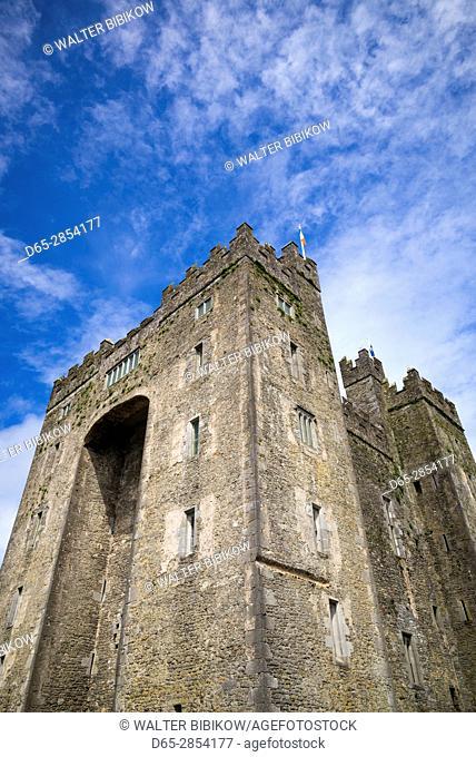 Ireland, County Clare, Bunratty, Bunratty Castle, 13th century