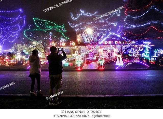 (171208) -- VANCOUVER, Dec. 8, 2017 () -- People take pictures of a house decorated with Christmas lights for the upcoming biggest holiday season of the year