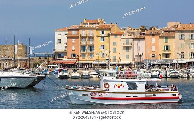 Saint-Tropez, Cote d'Azur, French Riviera, Provence, France. View across excursion boat and Vieux Port to Quai Frederic Mistral
