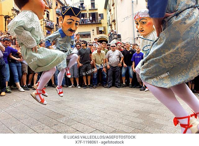 `Nans nous'new dwarf-enanos nuevos dancing `Patum de Lluiment' Patum de lucimiento-showcasing Patum Plaça de Sant Pere  La Patum Masterpiece of Oral and...