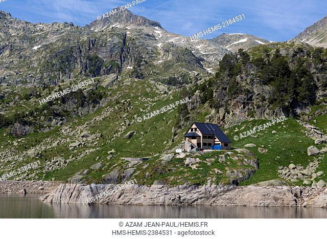 Spain, Catalonia, Val d'Aran, Salardu, Tredos, Aigües Tortes National Park, Colomers lake and refuge